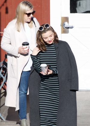 Miranda Kerr - Grabs coffee with a friend in Brentwood