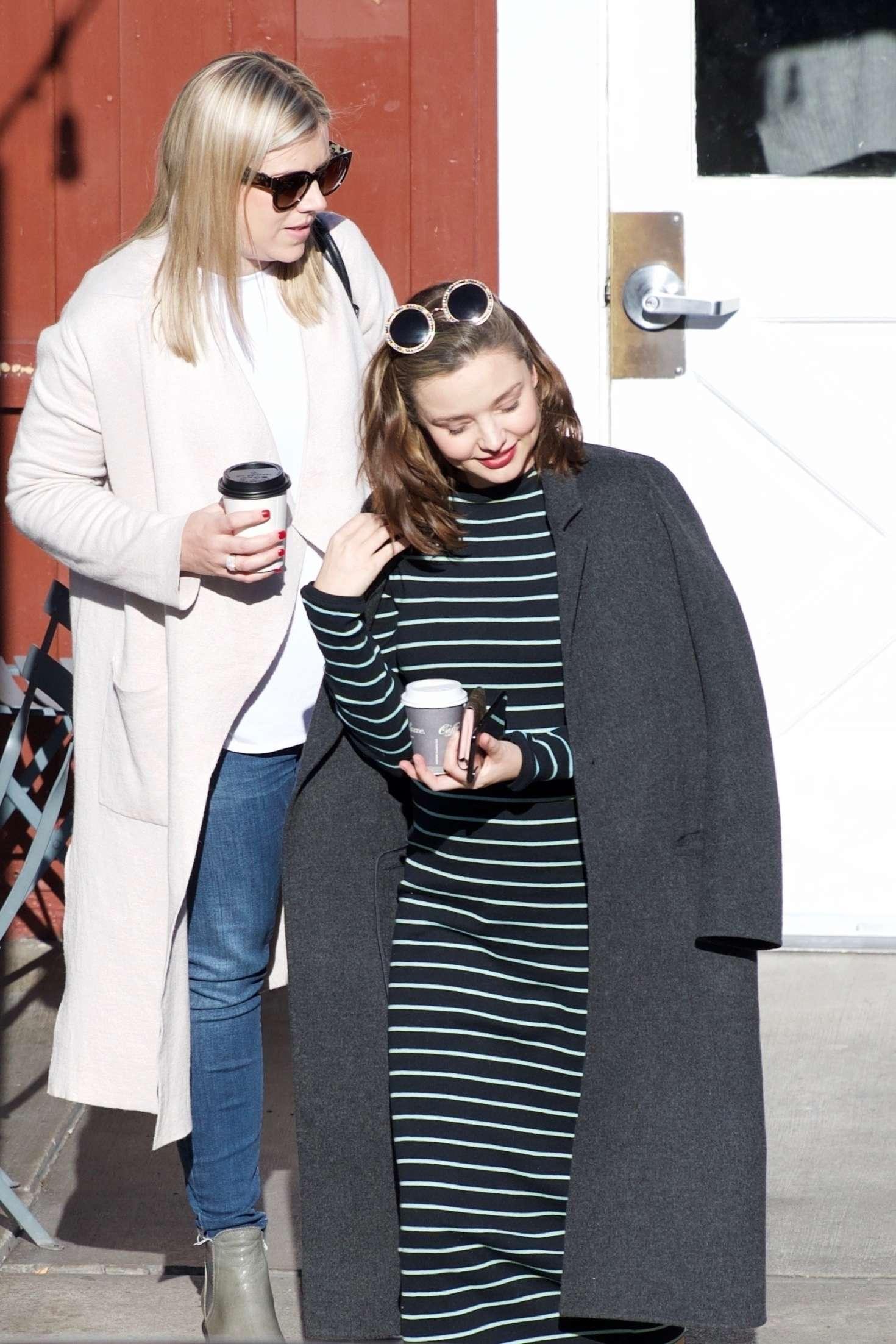 Miranda Kerr - Grabs coffee with a friend in Brentwood