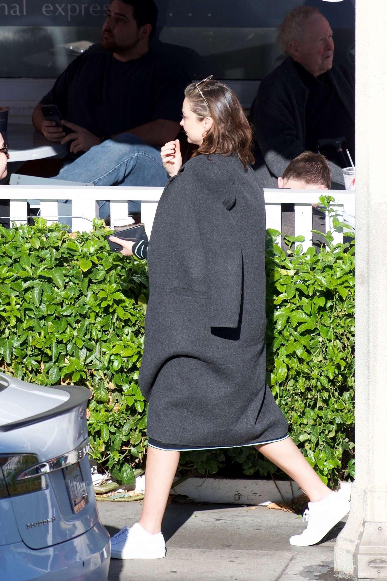 Miranda Kerr 2018 : Miranda Kerr: Grabs coffee with a friend in Brentwood -10