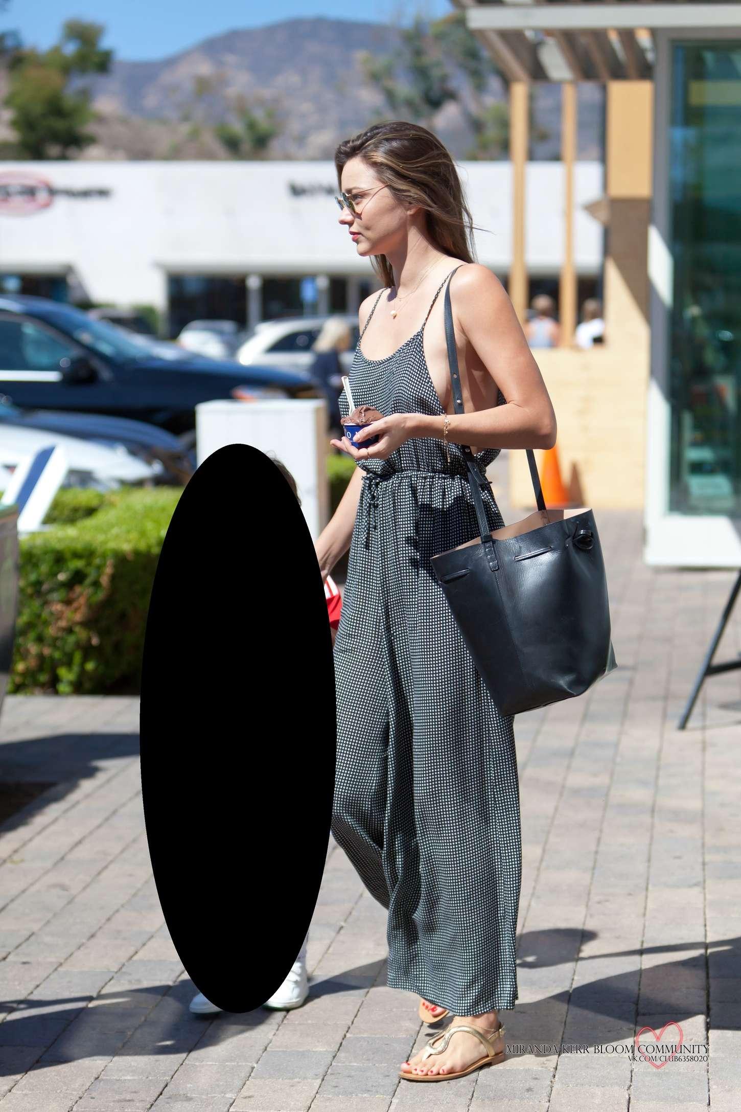 Miranda Kerr 2015 : Miranda Kerr: Out in Malibu -02