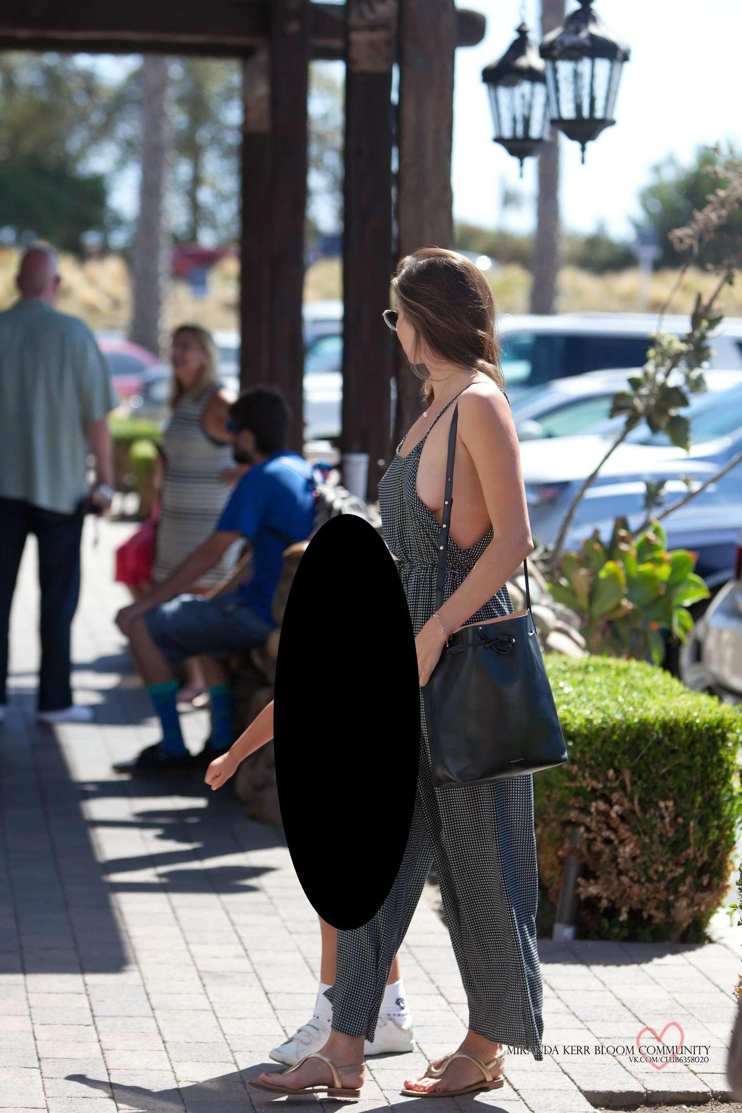 Miranda Kerr 2015 : Miranda Kerr: Out in Malibu -07