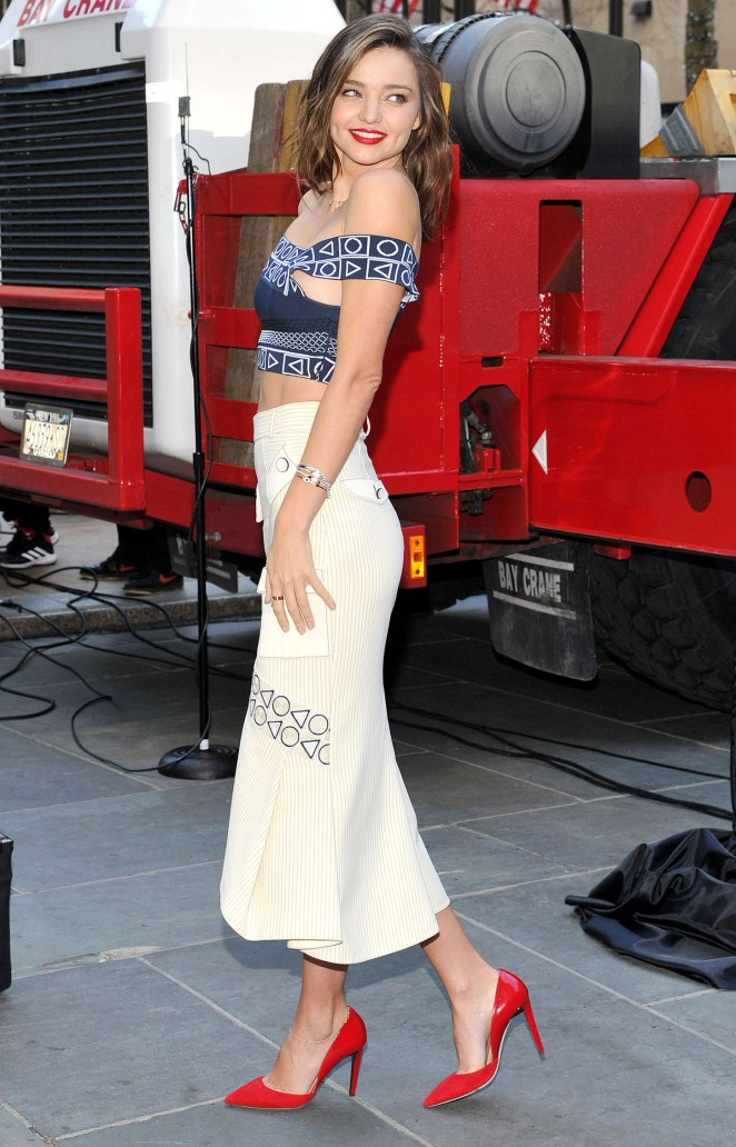 5cbe77497 Miranda Kerr: Swarovski Star Raising for 2015 Rockefeller Center Christmas  Tree -02