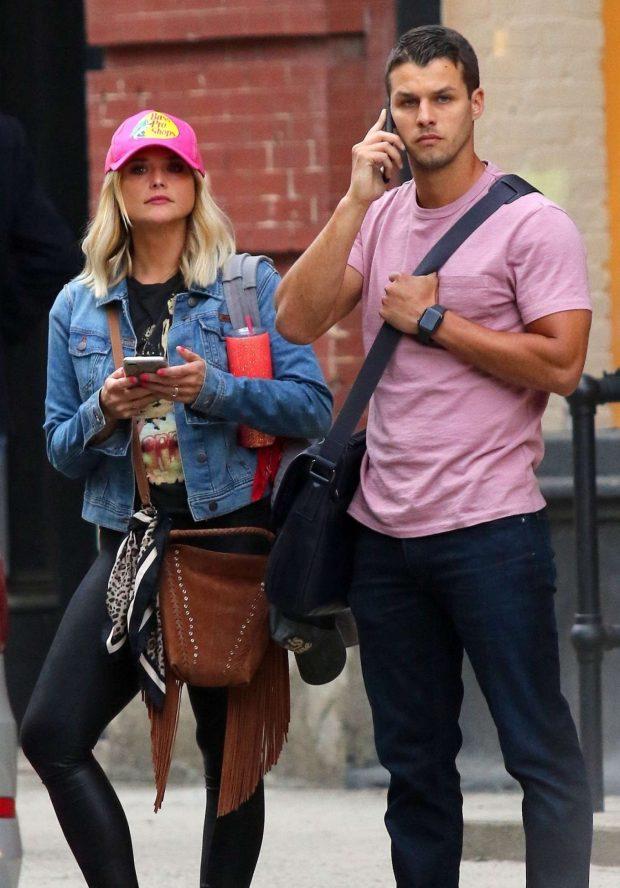 Miranda Lambert and Brendan Mcloughlin - Leaving their Manhattan Apartment