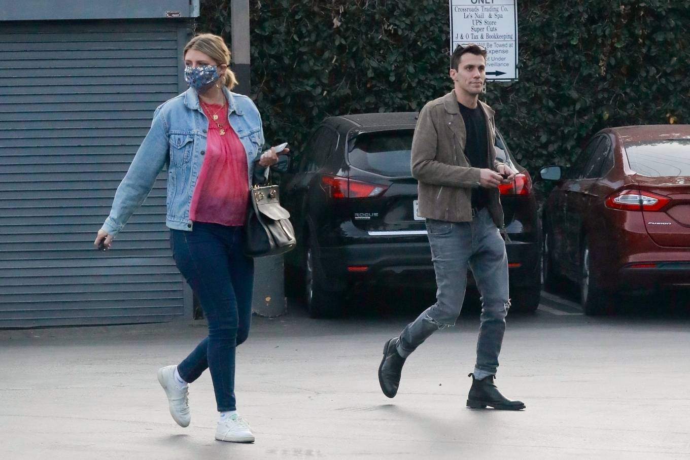 Mischa Barton 2020 : Mischa Barton – And her boyfriend Gian Marco Flamini at Tomato Pie Pizza Joint in Los Angeles -02
