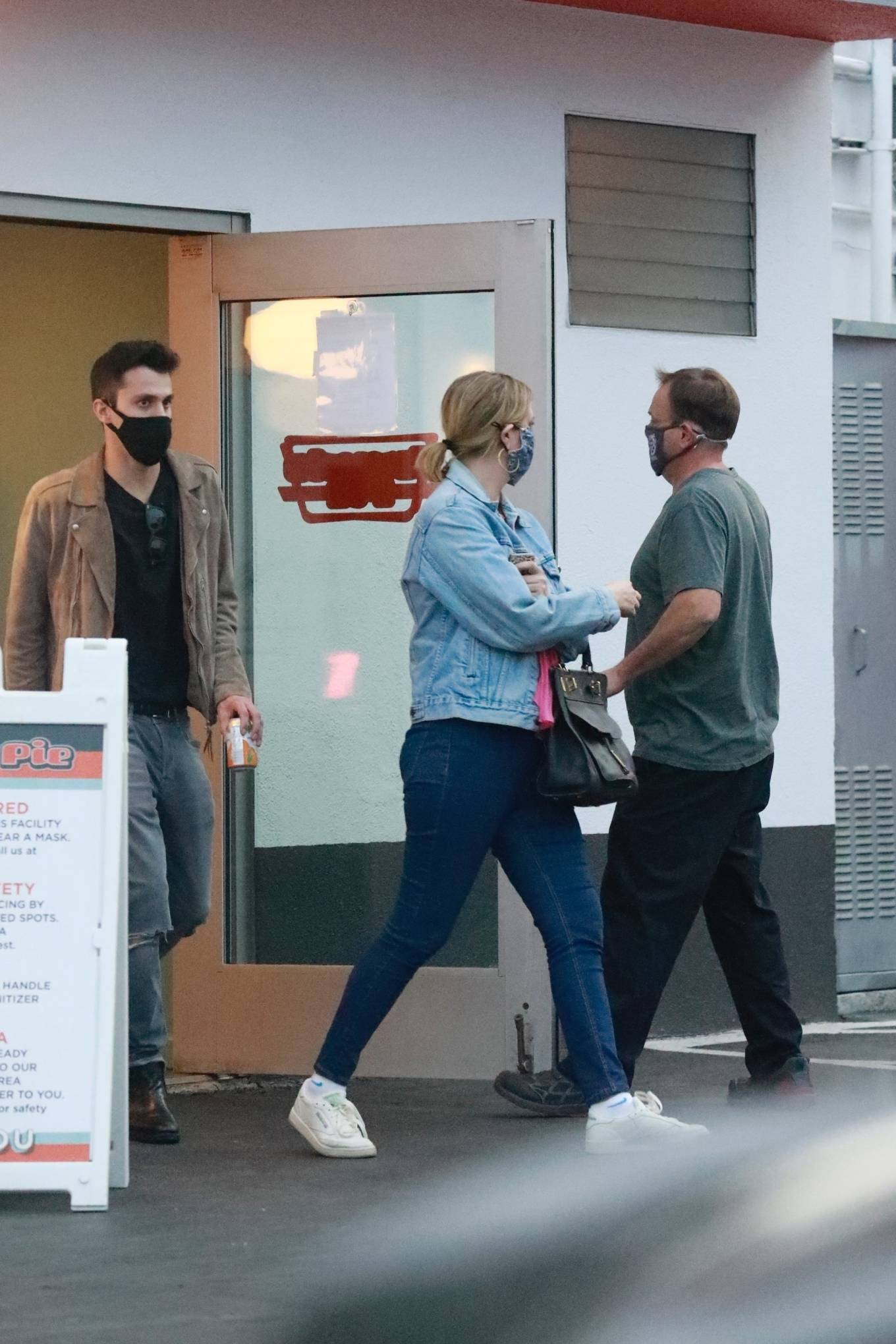 Mischa Barton 2020 : Mischa Barton – And her boyfriend Gian Marco Flamini at Tomato Pie Pizza Joint in Los Angeles -03