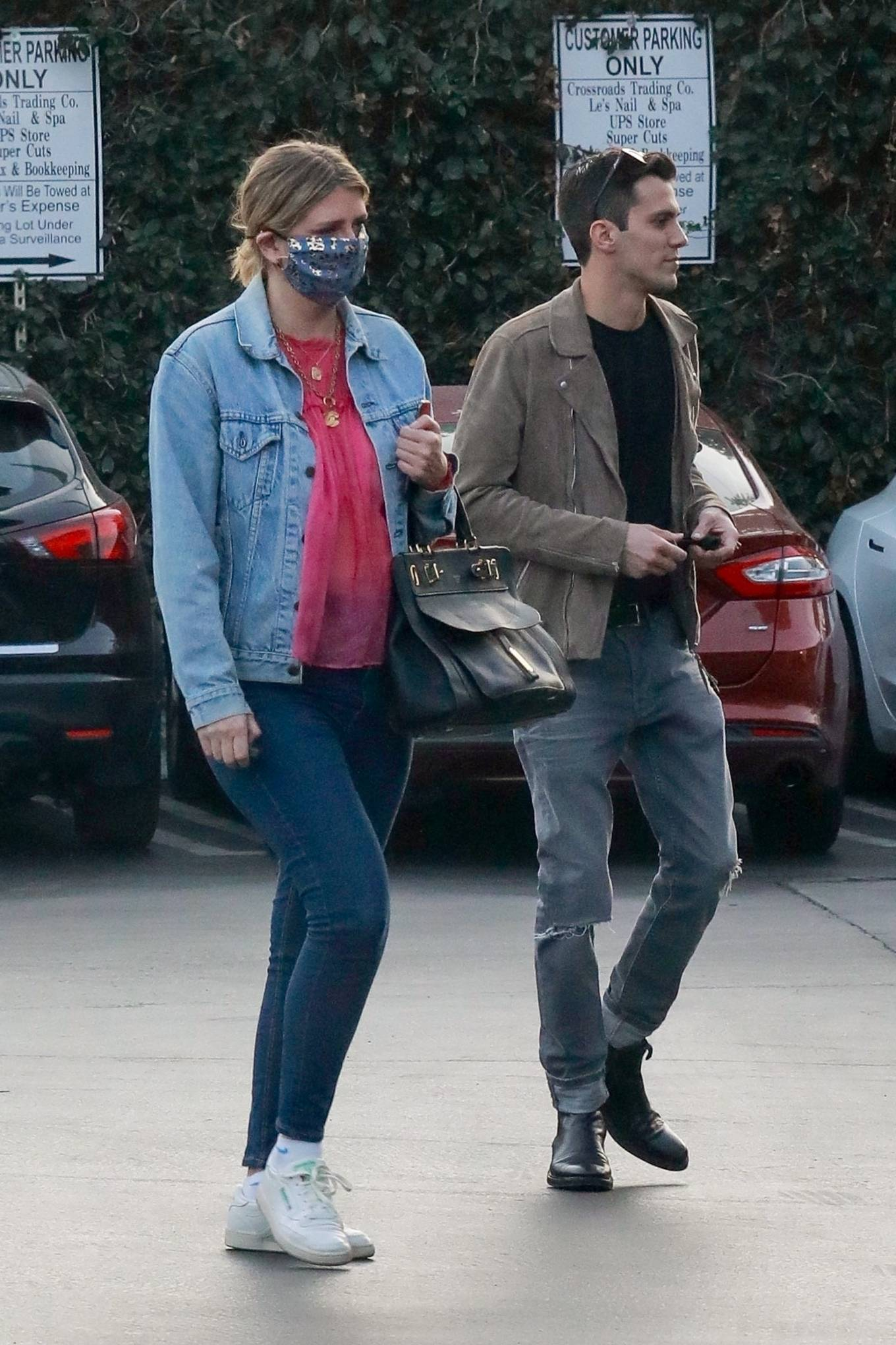Mischa Barton 2020 : Mischa Barton – And her boyfriend Gian Marco Flamini at Tomato Pie Pizza Joint in Los Angeles -06