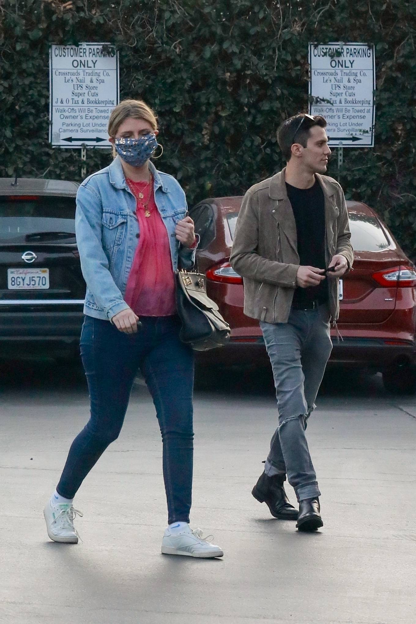Mischa Barton 2020 : Mischa Barton – And her boyfriend Gian Marco Flamini at Tomato Pie Pizza Joint in Los Angeles -08