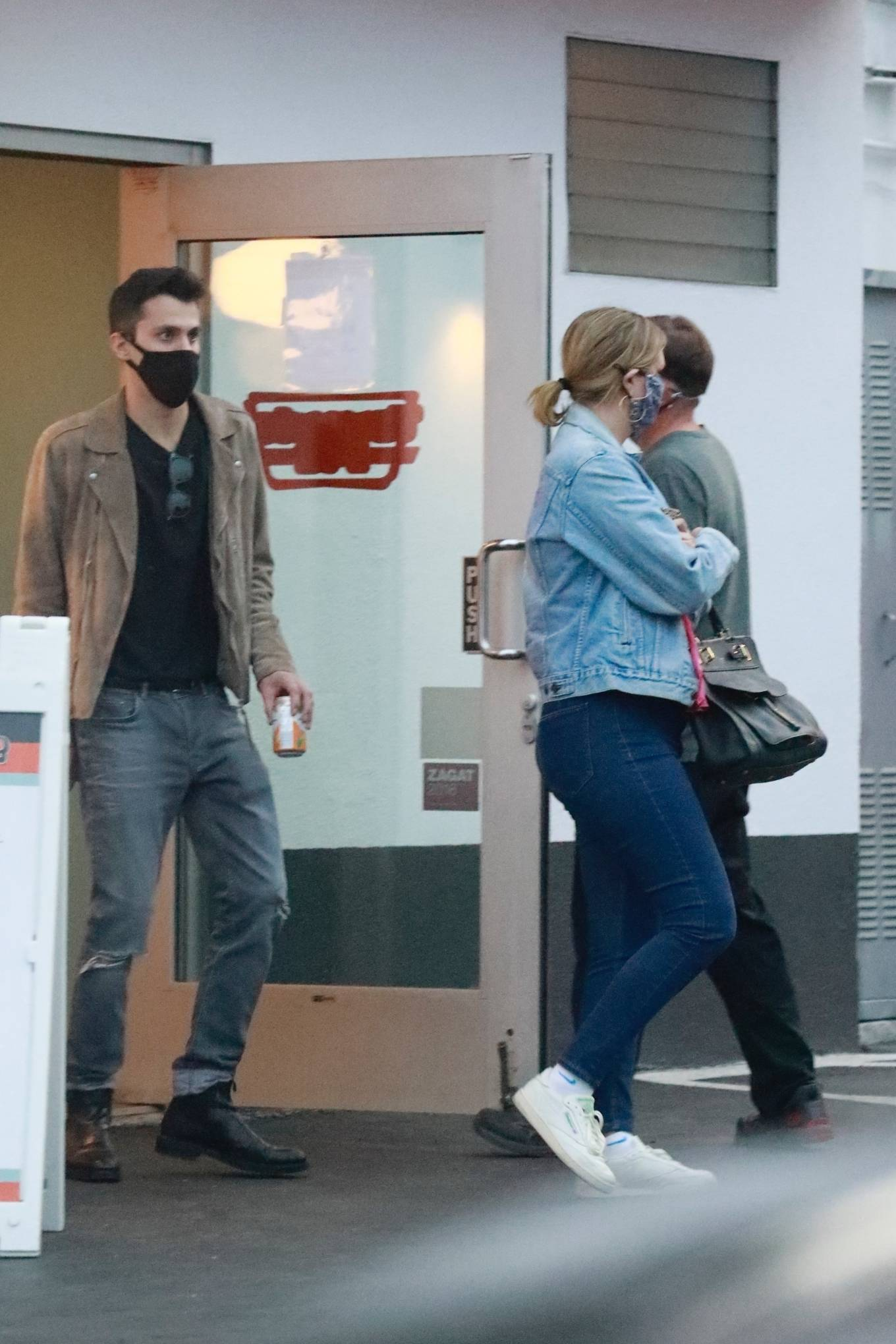 Mischa Barton 2020 : Mischa Barton – And her boyfriend Gian Marco Flamini at Tomato Pie Pizza Joint in Los Angeles -14