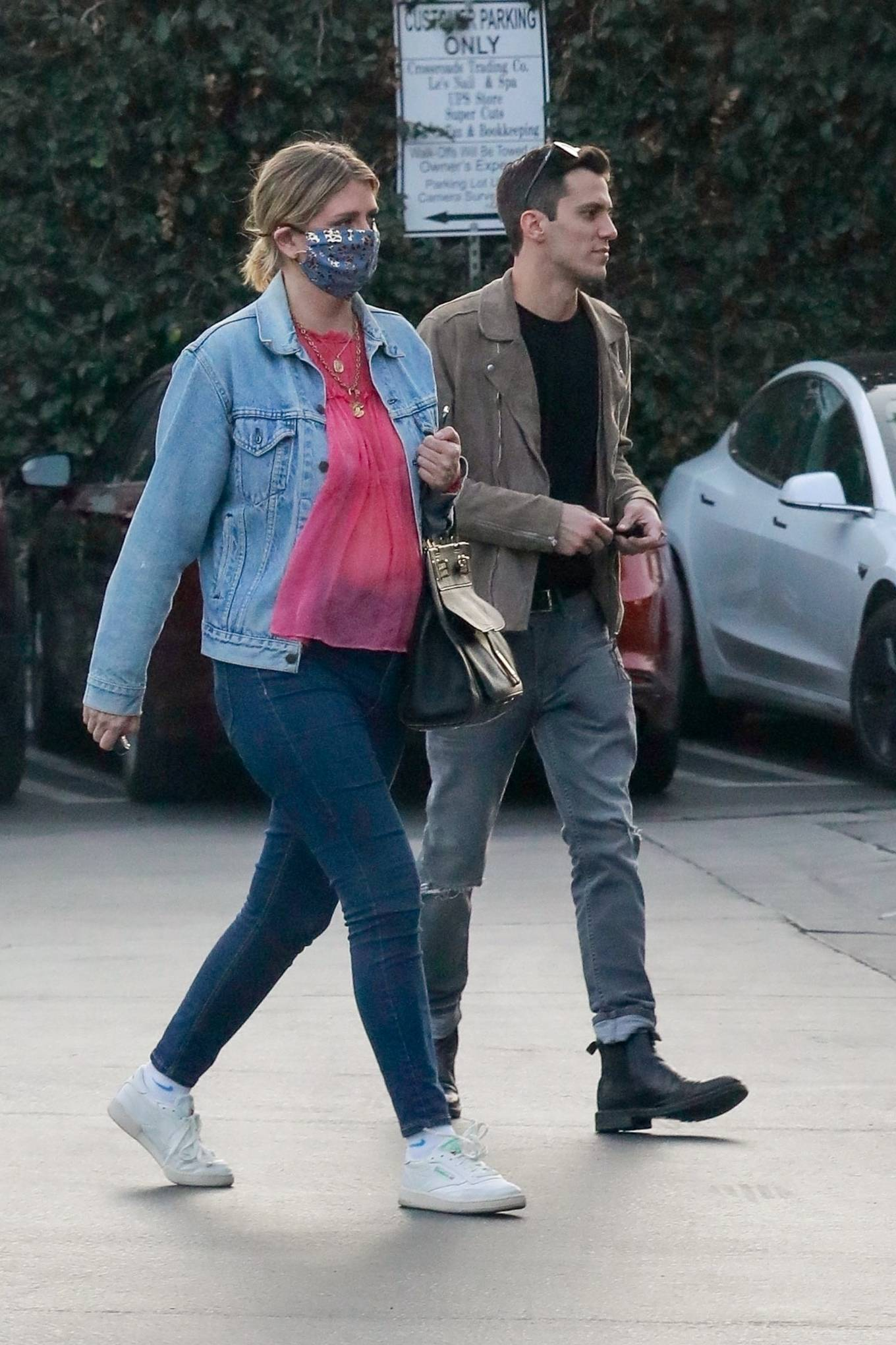 Mischa Barton 2020 : Mischa Barton – And her boyfriend Gian Marco Flamini at Tomato Pie Pizza Joint in Los Angeles -16
