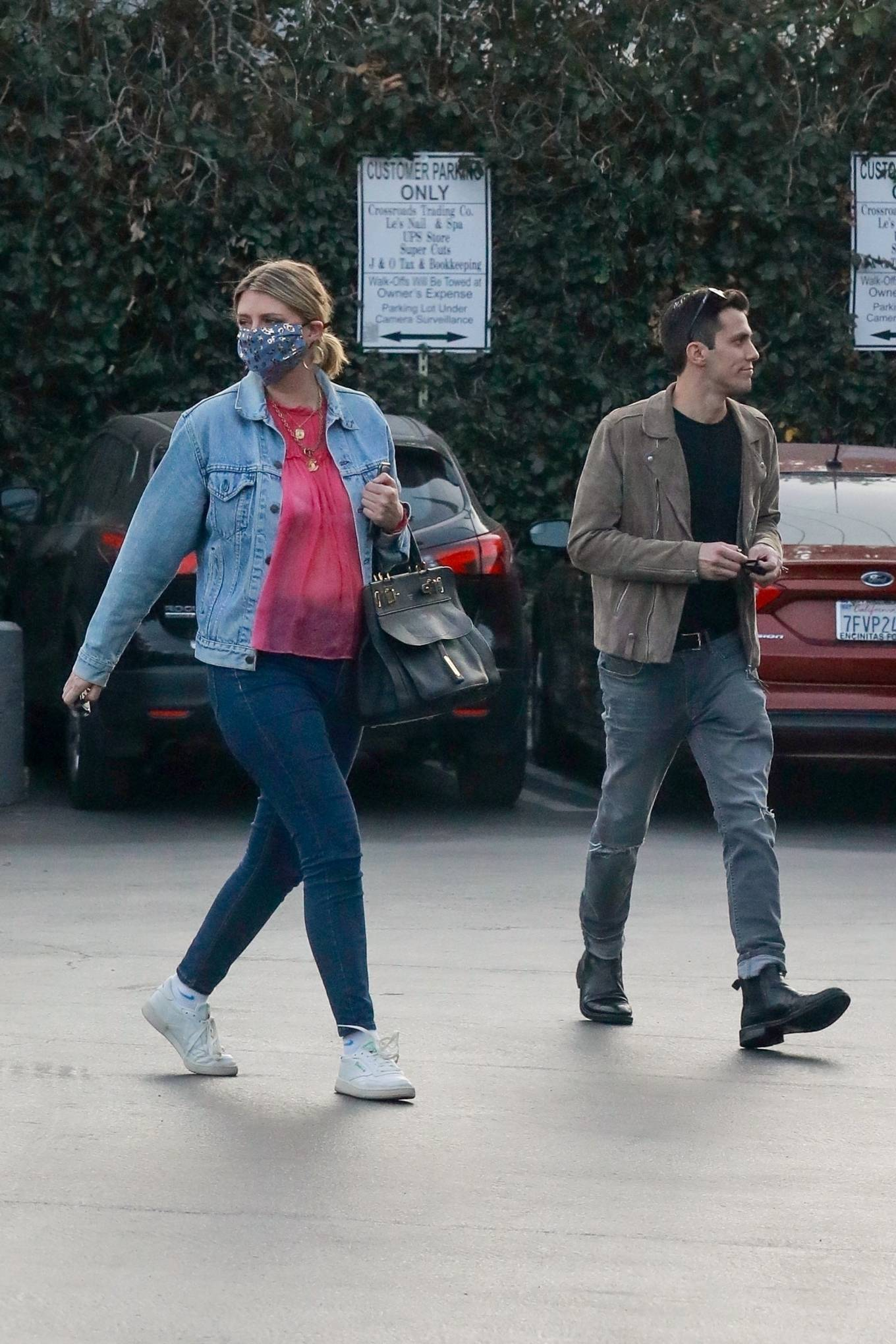 Mischa Barton 2020 : Mischa Barton – And her boyfriend Gian Marco Flamini at Tomato Pie Pizza Joint in Los Angeles -22