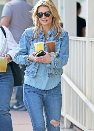 Mischa Barton at Le Pain Quotidien in West Hollywood