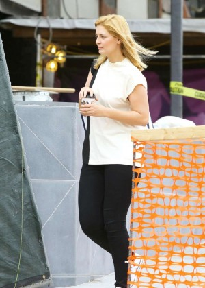 Mischa Barton - Grabbing a coffee in West Hollywood