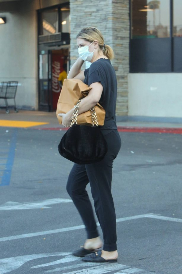 Mischa Barton - Grocery shopping at VONS in Los Angeles