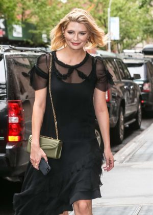 Mischa Barton - Leaving The View in NYC