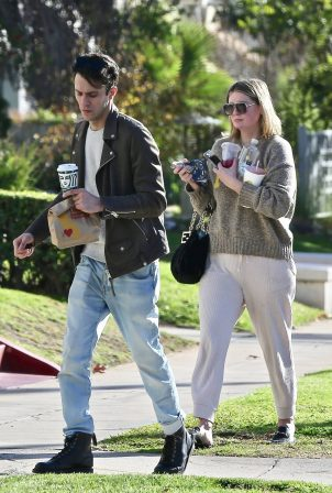 Mischa Barton - Returns home after picking in Los Feliz