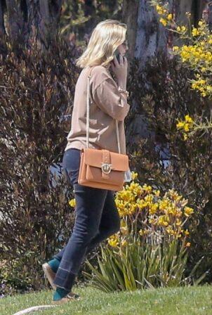 Mischa Barton - running an errand in Los Feliz