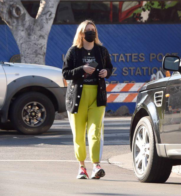 Mischa Barton - Running errands in Los Angeles