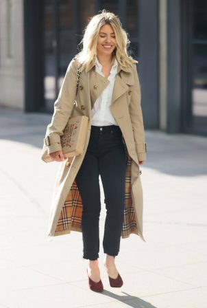 Mollie King - Wearing a Burberry trench coat while out in London
