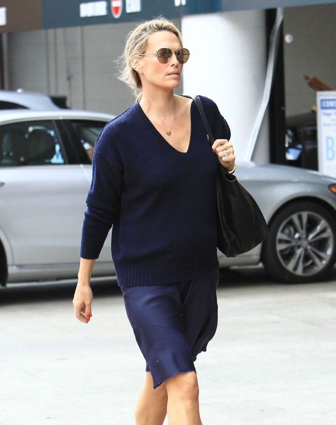 Molly Sims at a doctors office in Beverly Hills -01
