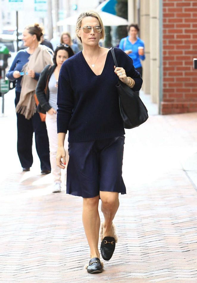 Molly Sims at a doctors office in Beverly Hills -03