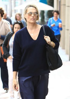 Molly Sims at a doctors office in Beverly Hills
