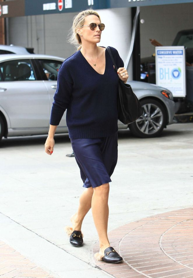 Molly Sims at a doctors office in Beverly Hills -05