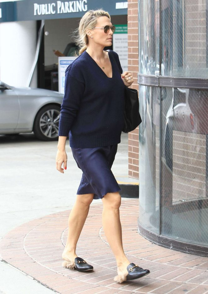 Molly Sims at a doctors office in Beverly Hills -06