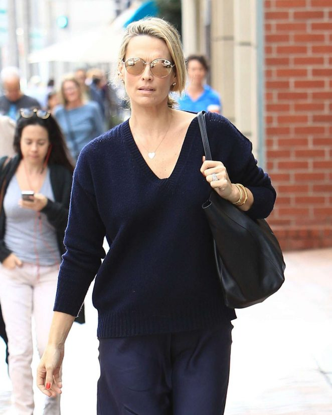 Molly Sims at a doctors office in Beverly Hills -08