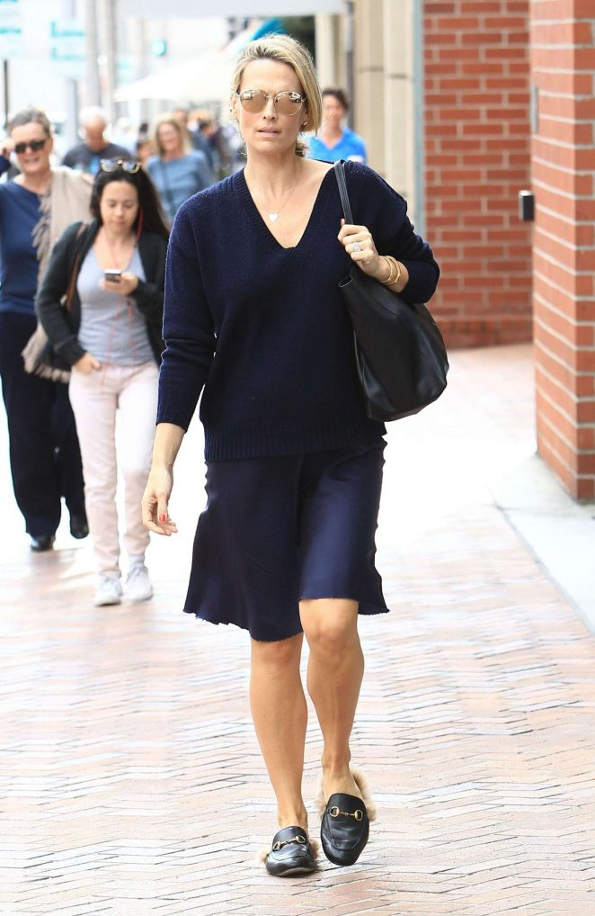 Molly Sims at a doctors office in Beverly Hills -11