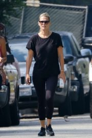 Molly Sims - Out for a morning hike with a friend in LA