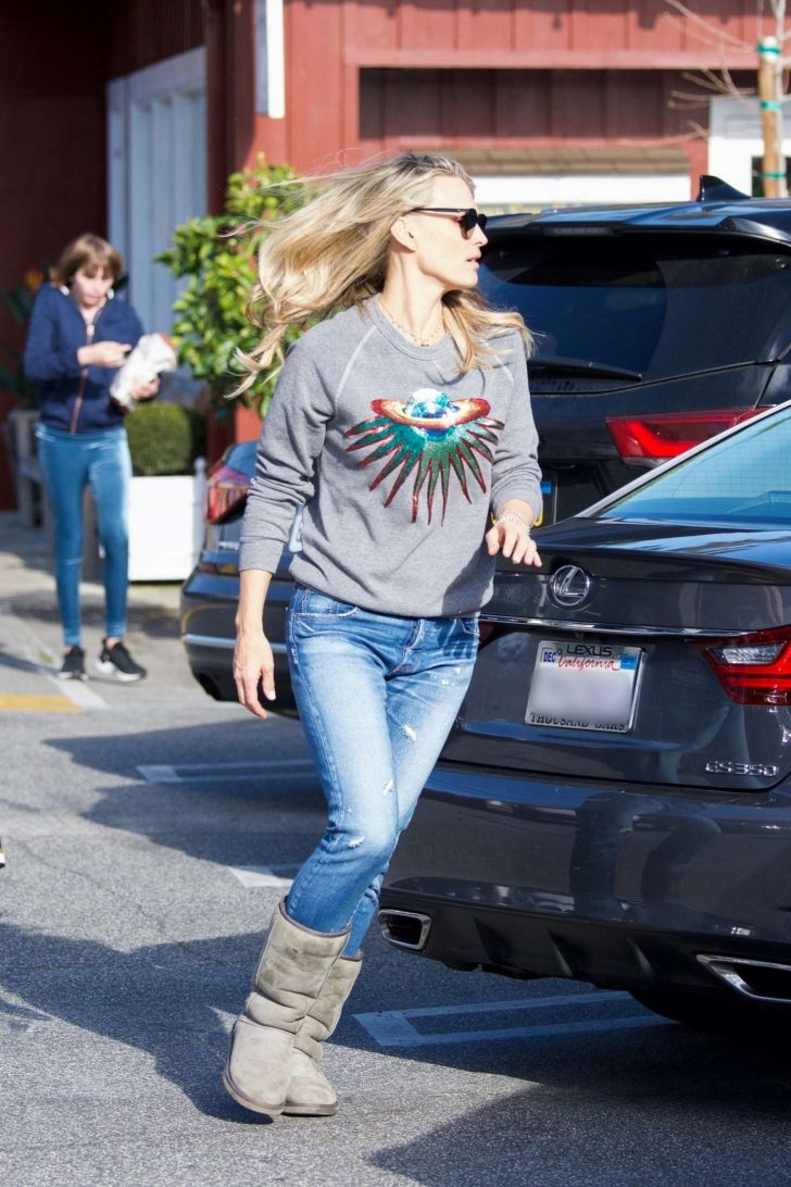 Molly Sims - Out in Brentwood