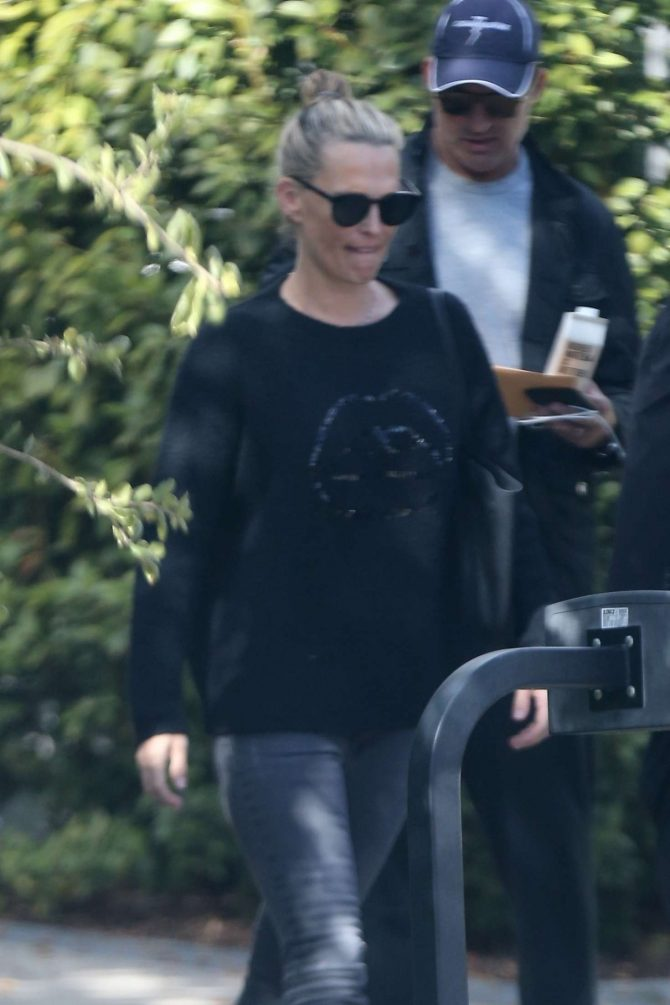 Molly Sims – Out in Los Angeles