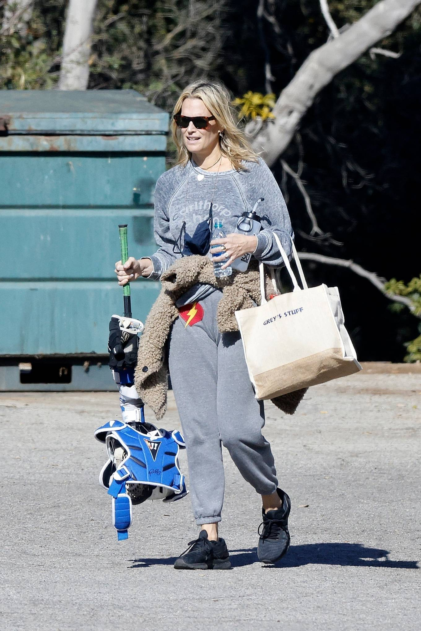 Molly Sims - Out in Pacific Palisades