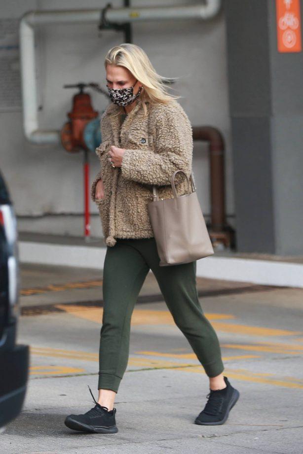 Molly Sims - Running errands in Santa Monica