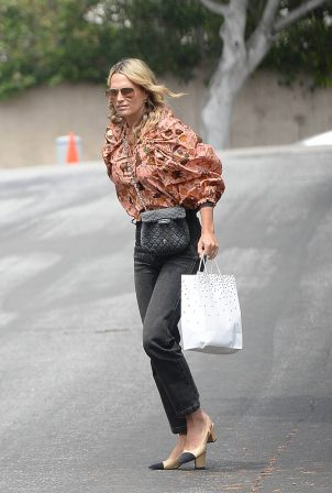 Molly Sims - Seen carrying a gift bag in Los Angeles