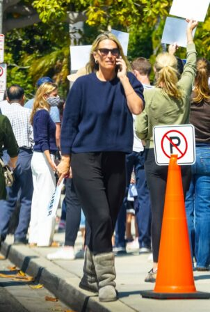 Molly Sims - Steps out in Los Angeles