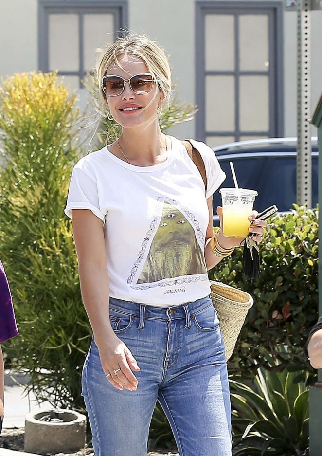 Monet Mazur in Jeans – Out in Los Angeles
