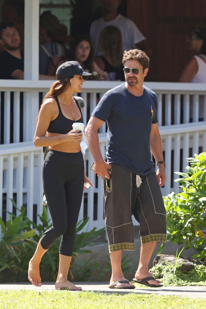 Morgan Brown in tights head to yoga class in Hawaii
