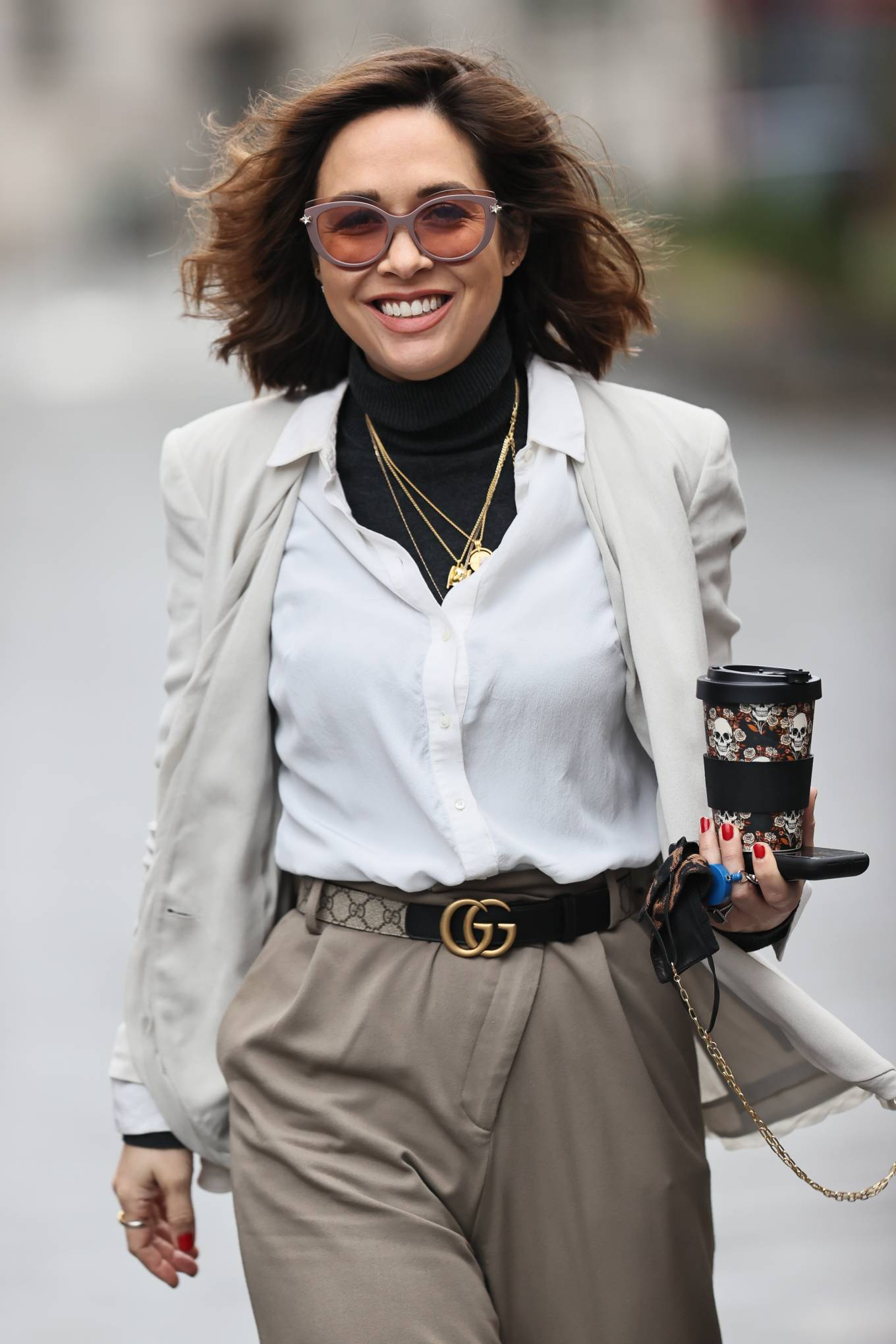 Myleene Klass - Looks chic in casuals beige trousers at Smooth radio in London
