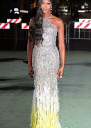 Naomi Campbell – Green Carpet 2017 Fashion Awards in Italia