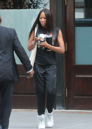 Naomi Campbell - Leaves her hotel in New York
