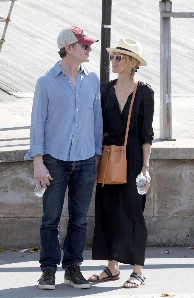 Naomi Watts and boyfriend Billy Crudup ouy in Paris