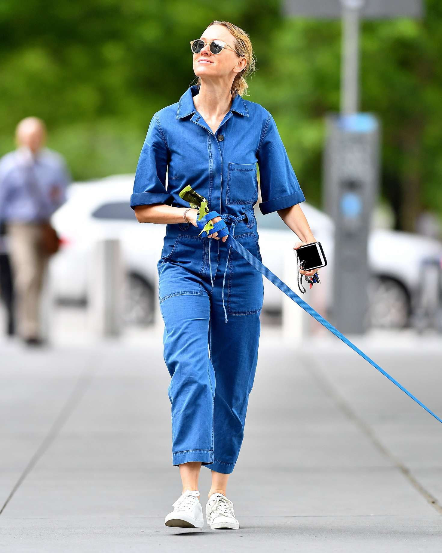 Naomi Watts in Jeans Jumper walking her dog in New York