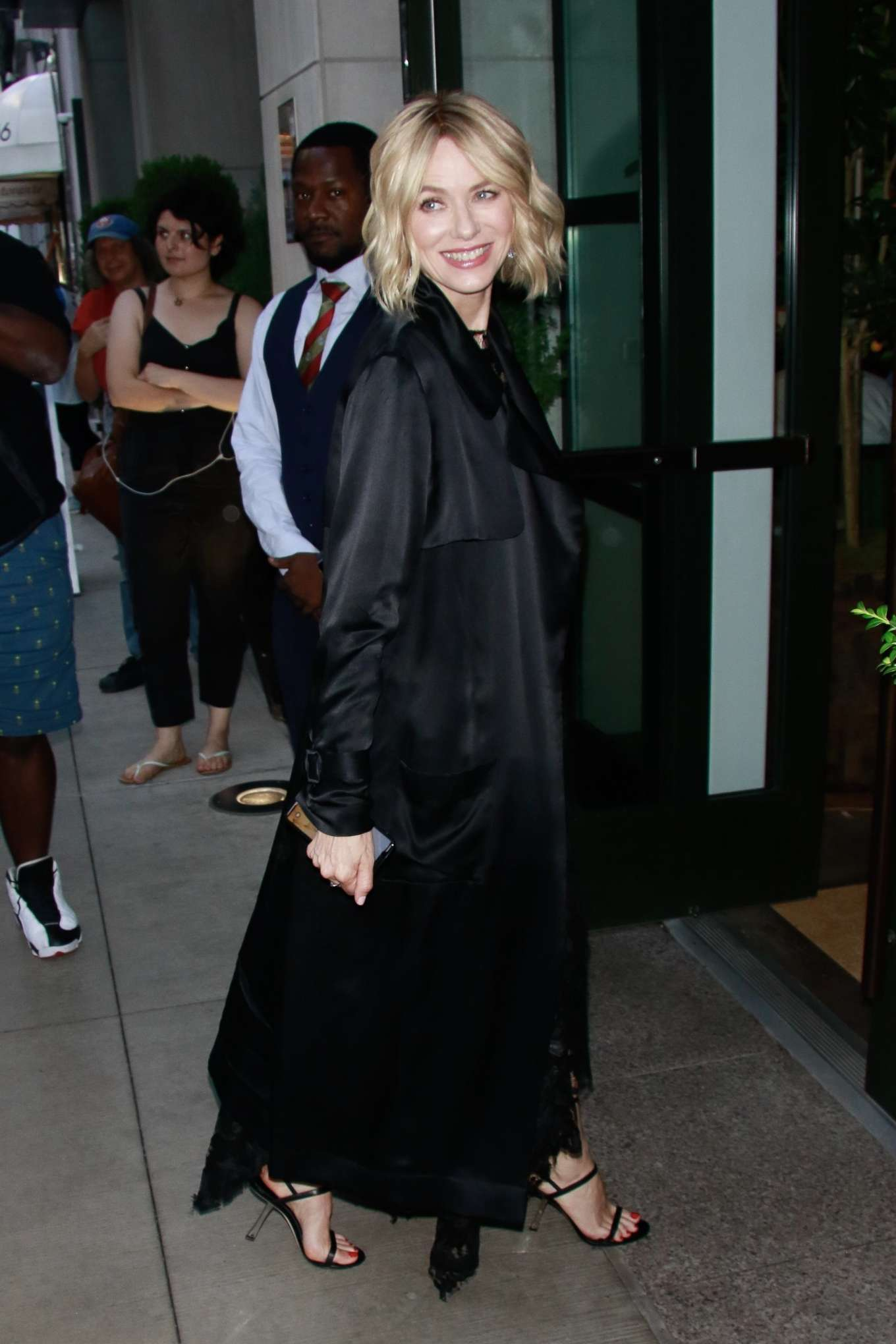 Naomi Watts - Returning to her hotel in Manhattan