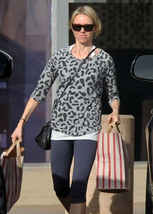 Naomi Watts - Shopping at Vicente Foods in Los Angeles