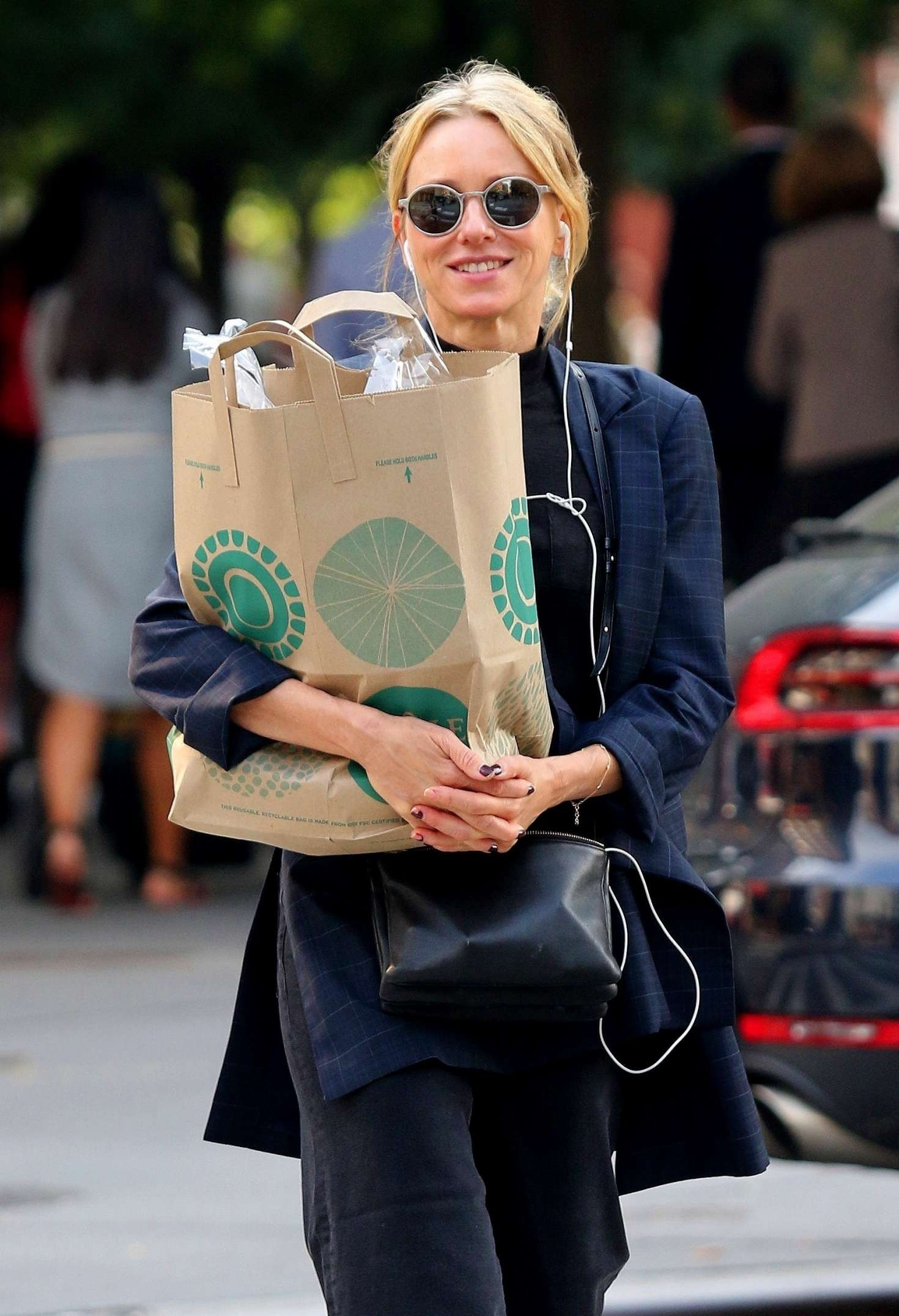 Naomi Watts - Shopping at Whole Foods in New York