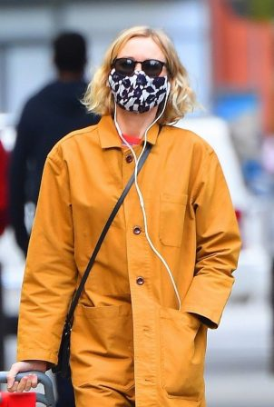 Naomi Watts - Shopping candids in Tribeca
