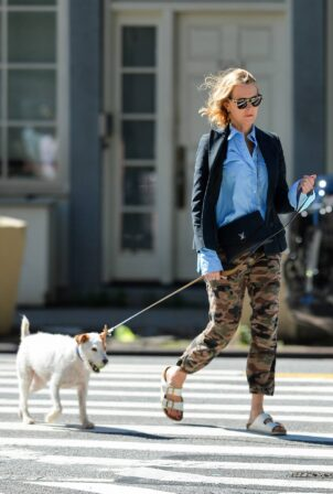 Naomi Watts - Steps out for a dog walk in New York City