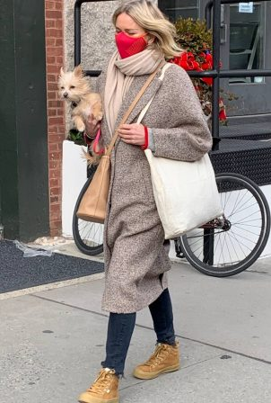 Naomi Watts - With her dog out in New York