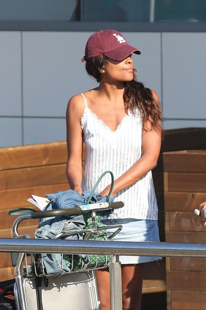 Naomie Harris – Arriving at Airport in Ibiza